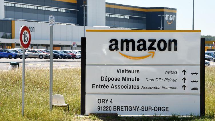 L'entrepôt d'Amazon de Bretigny-sur-Orge (Essonne), le 19 mai 2020. (ERIC PIERMONT / AFP)