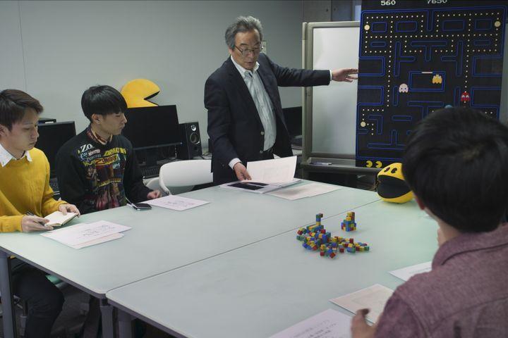 """Le JaponaisToru Iwatani, créateur de """"Pac-Man"""", dans le premier épisode de """"High Score"""". (NETFLIX)"""