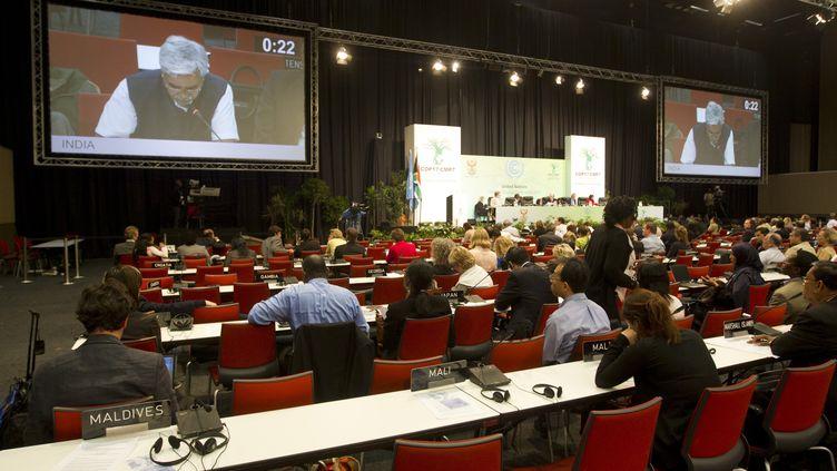 Les délégués du monde entier débattent tard dans la nuit du 9 au 10 décembre à la conférence sur le climat de Durban (Afrique du Sud). (ROGAN WARD / REUTERS)