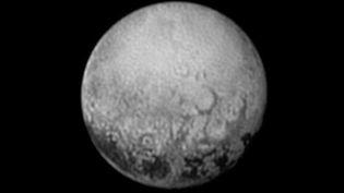 Une photo de la planète Pluton, prise le 12 juillet 2015 par la sonde New Horizons. (HANDOUT / NASA)