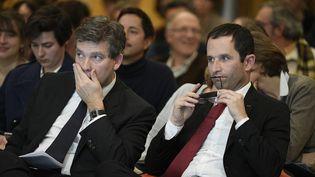Arnaud Montebourg et Benoît Hamon, tous deux candidats à la primaire de la gauche, participent à un débat sur la transition écologique, le 15 décembre 2016, à Paris. (CHRISTOPHE SAIDI / SIPA)