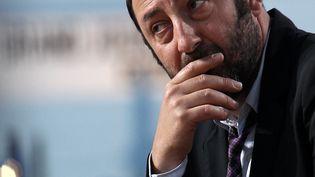 """L'acteur Kad Merad sur le plateau de l'émission de Canal+ """"Le Grand Journal"""", le 14 mai 2012, lors du festival de Cannes. (GUILLAUME BAPTISTE / AFP)"""