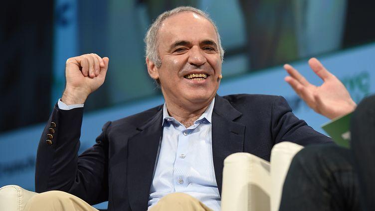Le célèbre joueur d'échecs Garry Kasparov, le 17 mai 2017 à New York (Etats-Unis). (NOAM GALAI / AFP)