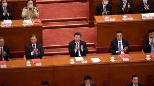 L'annonce de l'adoption d'une disposition sur la sécurité nationale à Hong Kongprovoque, le 28 mai 2020, un tonnerre d'applaudissements, auPalais du peuple à Pékin (Chine), en présence du président Xi Jinping. (NICOLAS ASFOURI / AFP)