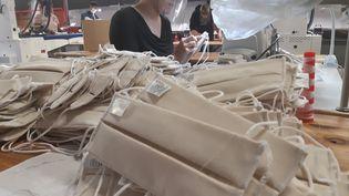 Une usine de fabrication de masques dans le Grand Est (photo d'illustration). (THIERRY COLIN / RADIOFRANCE)
