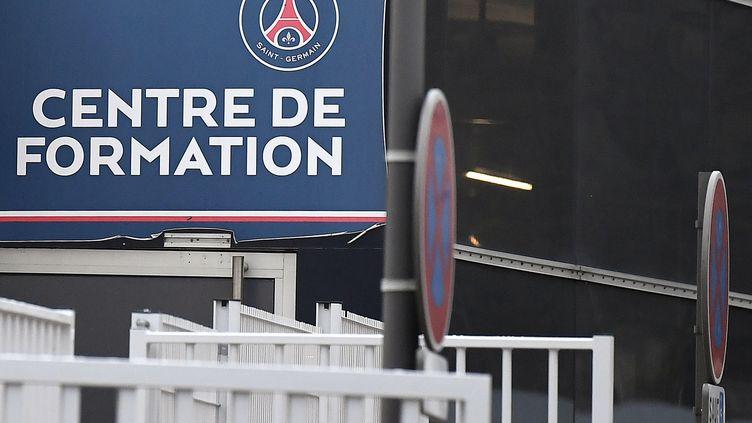 """La façade du """"Camp des Loges"""",le centre d'entraînement du PSG, à Saint-Germain-en-Laye (Yvelines), le 23 novembre 2018. (FRANCK FIFE / AFP)"""