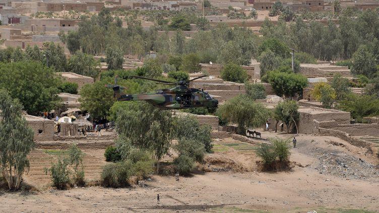 La région de Gao, au Mali, survolée par le président Emmanuel Macron à bord d'un hélicoptère de l'armée française le 19 mai 2017. (POOL NEW / X80003)