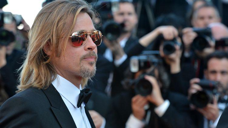 """Brad Pitt, en tueur à gages dans """"Cogan - La mort en douce"""" de l'Australien Andrew Dominik, a monté les marches du festival de Cannes mardi 22 mai 2012 (ALBERTO PIZZOLI / AFP)"""