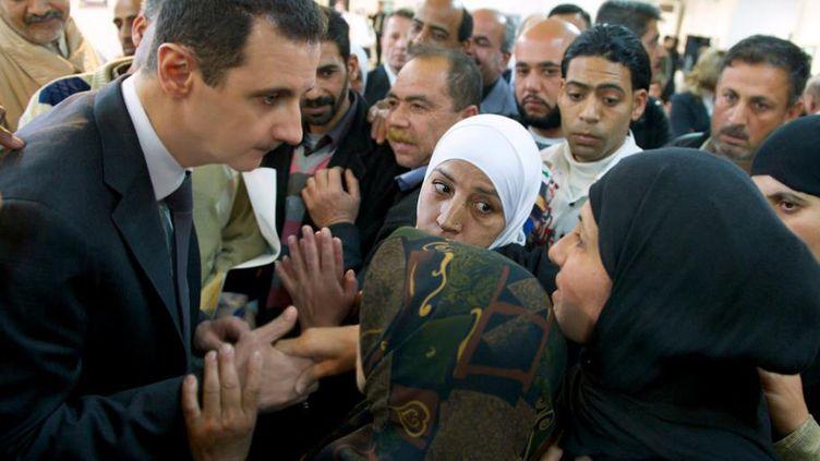 Le président Bachar Al-Assada participé mercredi 20 mars, à une cérémonie dans une Centre d'éducation à Damas, en hommage aux parents d'étudiants tués dans leurs écoles par des actes terroristes. (SYRIAN PRESIDENCY MEDIA OFFICE / AFP)