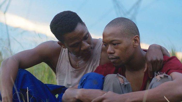 Vija (Bongile Mantsai) et Xolani (Nakhane Touré), héros d'une histoire d'amour impossible (Copyright Pyramide Distribution)