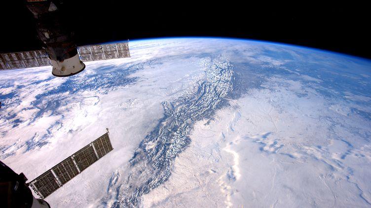 L'extérieur de la tation spatiale internationale, le 9 janvier 2017. (THOMAS PESQUET / ESA/NASA / AFP)