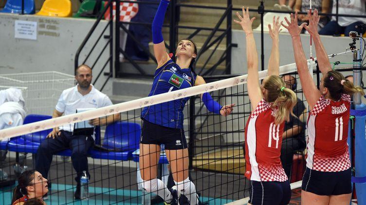 Les volleyeuses françaises affrontent les Croates en huitièmes de finale du Championnat d'Europe, le 29 août à Belgrade. (MAXPPP)