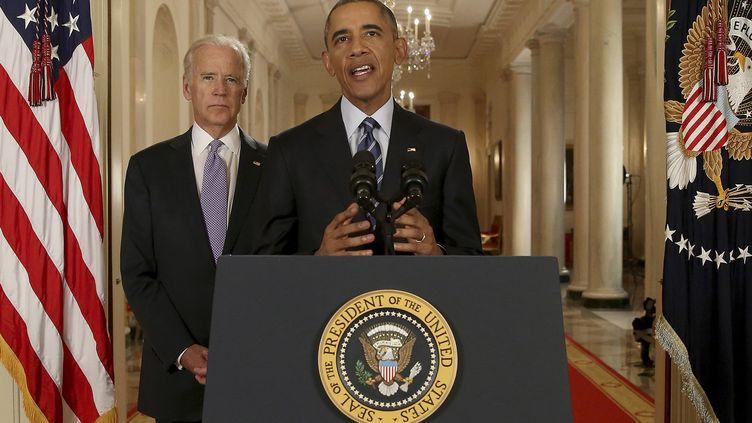 Accompagné du vice-président Joe Biden (à gauche), le président américain, Barack Obama, prononce une allocution après la signature d'un accord avec l'Iran sur le nucléaire, mardi 14 juillet 2015. (ANDREW HARNIK / AFP)