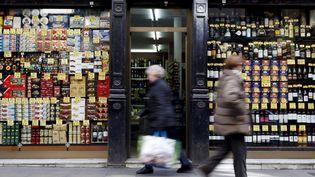 Devant un magasin dans le centre de Barcelone (Espagne), le 10 mars 2016. (ALBERT GEA / REUTERS)