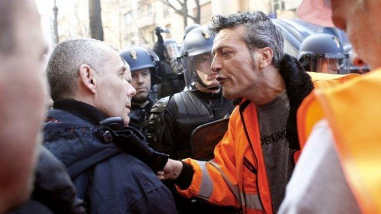 Edouard Martin, responsable CFDT d'ArcelorMittal, face à un CRS à Paris le 15 mars (AFP PHOTO THOMAS SAMSON)