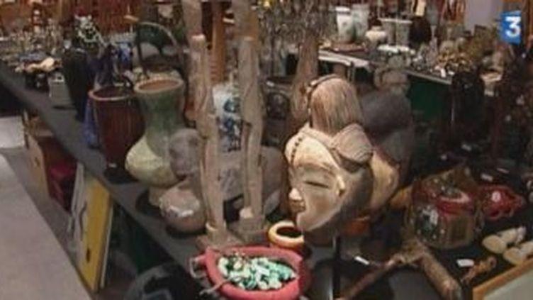 La collection Kenzo vendue pour 1, 9 millions d'euros à Drouot  (Culturebox)