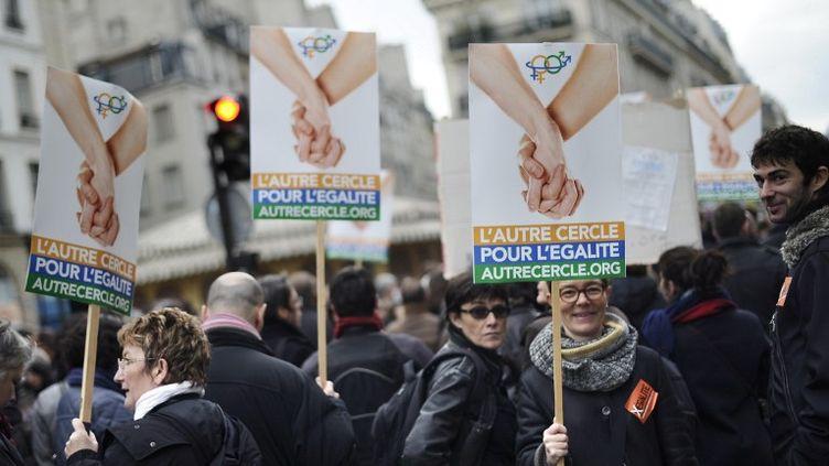 Une manifestation pour le mariage gay à Paris, le 16 décembre 2012. (LIONEL BONAVENTURE / AFP)