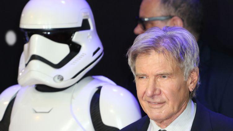 L'acteur américain Harrison Ford lors de la première de Star Wars : le Réveil de la force, à Londres, le 16 décembre 2015. (RICHARD GOLDSCHMIDT / CITIZENSIDE.COM / AFP)