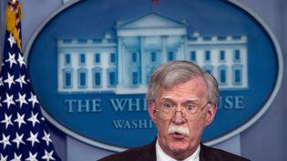 John Bolton, le conseiller à la sécurité nationale de Donald Trump, lors d'une conférence de presse, le 27 novembre 2013 à la Maison Blanche. (NICHOLAS KAMM / AFP)