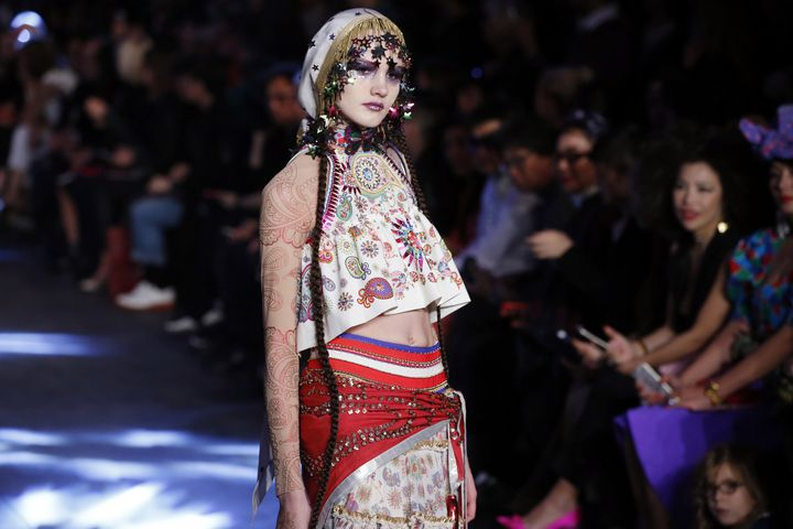 Manish Arora pap printemps-été 2016, à Paris  (PATRICK KOVARIK / AFP)