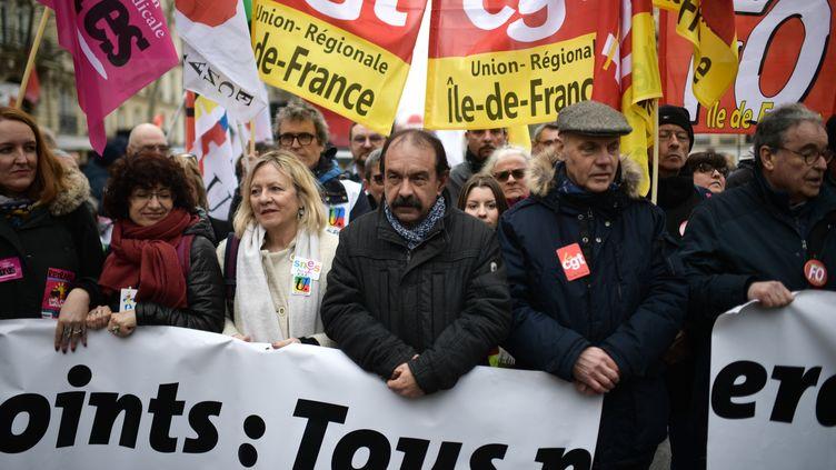Le secrétaire général de la CGT Philippe Martinez (C) lors d'une manifestation à Paris, le 20 février 2020, contre la réforme des retraites. (MARTIN BUREAU / AFP)