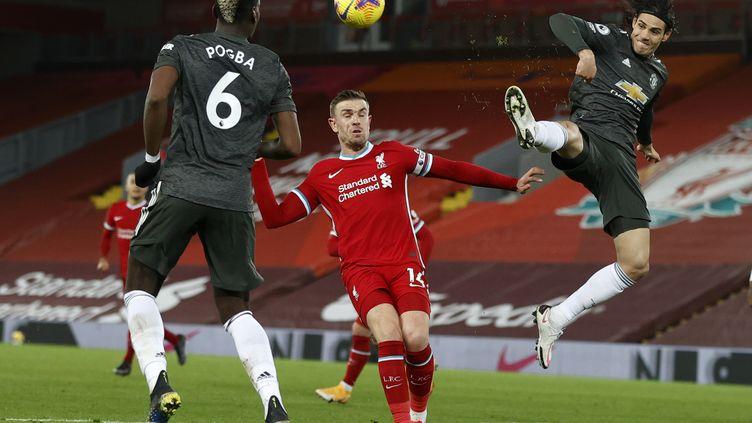 Edinson Cavani (à droite) et Paul Pogba (de dos) n'ont pas trouvé la faille face aux Reds à Anfield, dimanche 17 janvier 2021. (PHIL NOBLE / POOL)