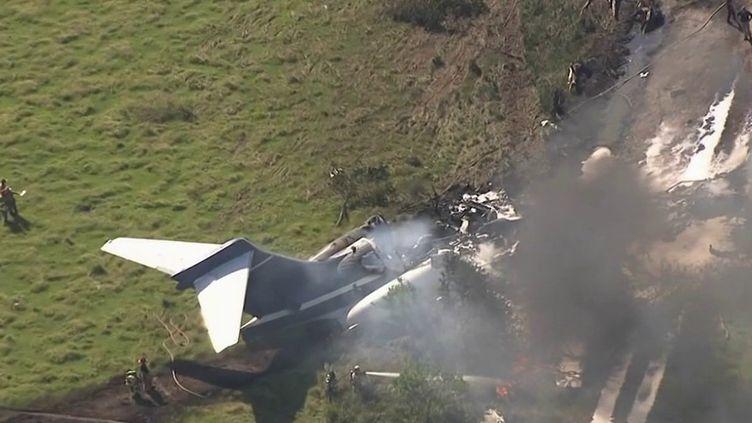 Un miracle a eu lieu au Texas (États-Unis) où un avion transportant 21 personnes s'est écrasé au décollage, près de Houston. Tout le monde est parvenu à s'extraire de l'appareil avant qu'il ne prenne feu. (CAPTURE ECRAN FRANCE 2)
