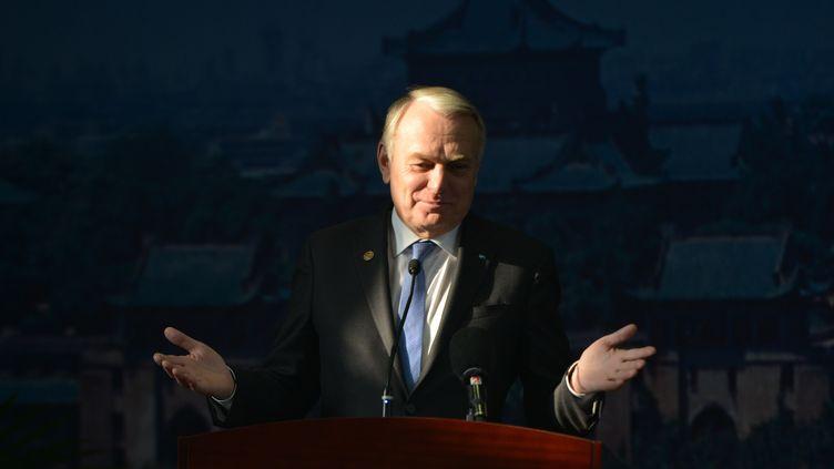 Le Premier ministre, Jean-Marc Ayrault, le 7 décembre 2013 à Wuhan, en Chine. (PETER PARKS / AFP)