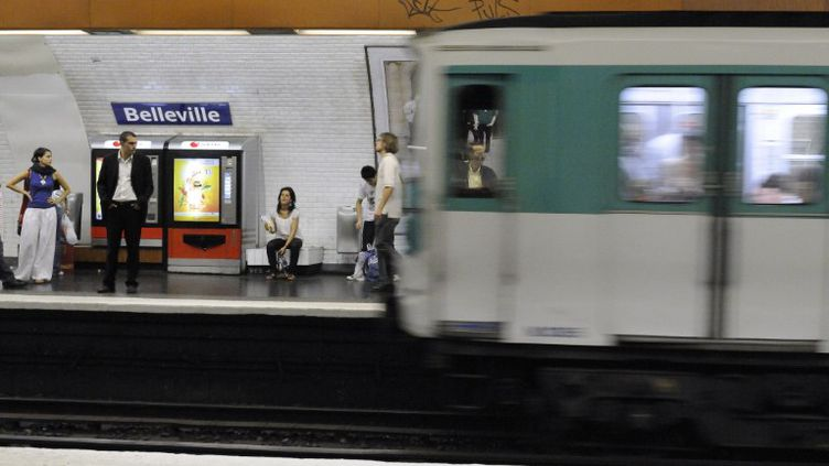 Station de métro de Belleville (Paris), le 31 mars 2011. (TRIPELON / JARRY / AFP)