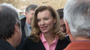 Valerie Trierweiler en visite auprès des plus démunis avec le Secours populaire àBrive-la-Gaillarde (Corrèze), le 21 décembre 2013. (SERGE POUZET/SIPA)