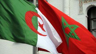 Les drapeaux de l'Algérie et du Maroc, le 24 janvier 2012 à Alger. (FAROUK BATICHE / AFP)