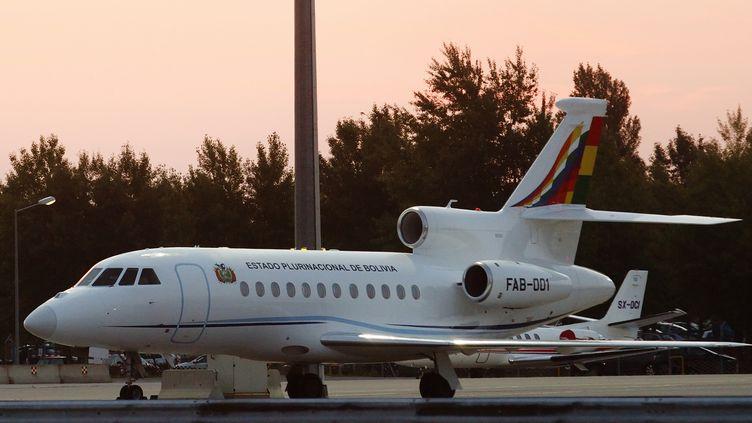 L'avion présidentiel bolivien à l'aéroport international de Vienne (Autriche), le 3 juillet 2013. (HEINZ-PETER BADER / REUTERS)