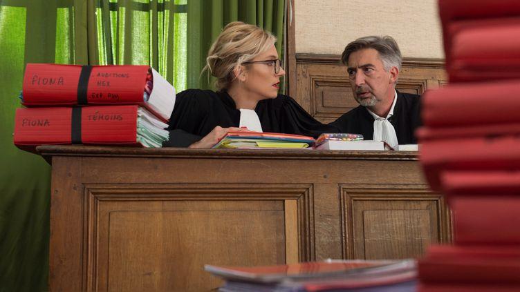 Marie Grimaud et Rodolphe Constantino, avocats d'associations de défense de l'enfance, pendant le procès en appel de Cécile Bourgeonet Berkane Makhlouf, le 10 octobre 2017. (THIERRY ZOCCOLAN / AFP)