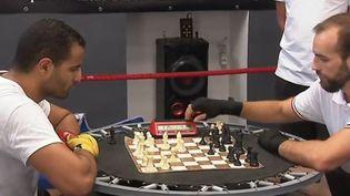 France 3 vous emmène à la découverte d'un sport né dans l'imagination de l'auteur de bande dessinée Enki Bilal : le chessboxing. Comme son nom le laisse à deviner, la discipline requiert des qualités en boxe et aux échecs. (FRANCE 3)