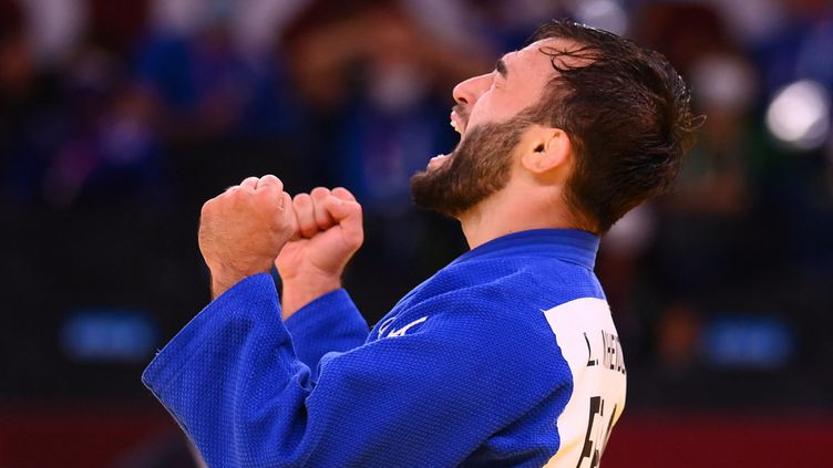 Le judoka français Luka Mkheidze lors de sa victoire samedi 24 juillet contre le Sud-Coréen Kim Won Jin durant les Jeux olympiques de Tokyo 2021. (FRANCK FIFE / AFP)