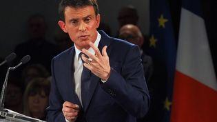 Manuel Valls lors d'un meeting à Villemoustaussou (Aude), le 12 décembre 2016. (RAYMOND ROIG / AFP)