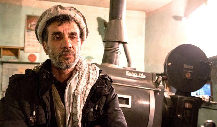 Naser Nahimi, projectionnaiste au cinéma Aryub joue son propre rôle  (Destiny Films)