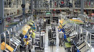 L'usine PSA à Mulhouse. L'entreprise compte recourir à la rupture conventionnelle collective en 2018. (SEBASTIEN BOZON / AFP)