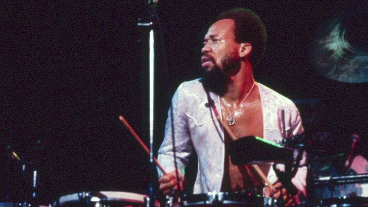 Maurice White, leader of Earth, Wind & Fire au Madison Square Garden à New York en 1975  (PHOTOSHOT/MAXPPP)