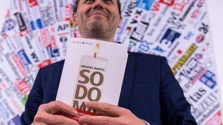 """Le journaliste Frédéric Martel présente son dernier livre, """"Sodoma"""", lors d'une conférence de presse le 20 février à Rome. (TIZIANA FABI / AFP)"""