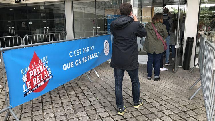 Une collecte organisée par l'Établissement français du sang le 12 juin dernier à Nantes. (TYPHAINE MORIN / FRANCE-BLEU LOIRE OCÉAN)