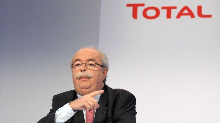 Le PDG de Total, Christophe de Margerie, lors d'une conférence de presse à Paris, le 11 février 2011. (ERIC PIERMONT / AFP)