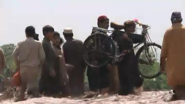 Pakistan : pluies diluviennes et glissements de terrains détruisent maisons et boutiques à Peshawar
