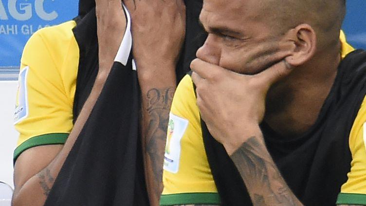 La vedette du Brésil, Neymar, blessé, a mal vécu la défaite de son pays en petite finale de la Coupe du monde, le 12 juillet 2014 à Brasilia. (FABRICE COFFRINI / AFP)