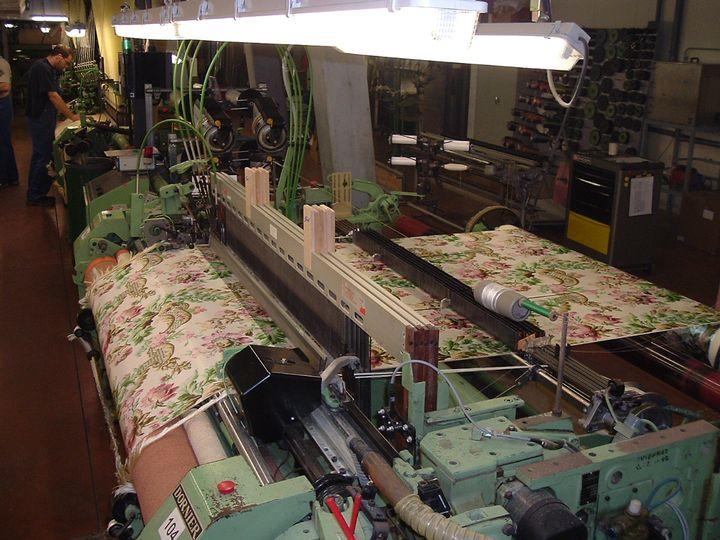Des métiers à tisser modernes  (A. Maniscalco)