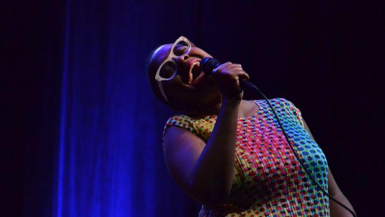 Cécile McLorin Salvant sur la scène de la Cité de la Musique (rebaptisée Philharmonie 2) le 5 septembre 2015, lors du festival Jazz à la Villette  (Charles d'Hérouville / Philharmonie de Paris)