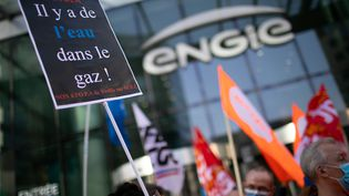 Rassemblement dans le cadre de la journee de mobilisation de l'intersyndicale de Suez contre l'offre de Veolia, devant la Tour Engie, à Courbevoie (Hauts-de-Seine), le 22 septembre 2020. (ROMUALD MEIGNEUX/SIPA)