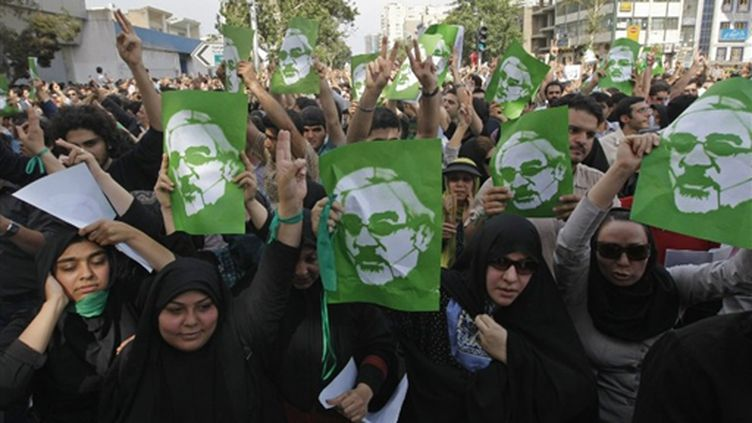 Précédente manifestation en faveur de l'opposant Mir Hossein Moussavi (15 juin 2009) (© AFP/BEHROUZ MEHRI)