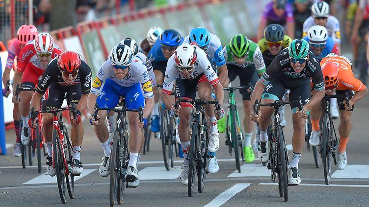 Deuxième du sprint, Pascal Ackermann (Bora) a profité du déclassement de Sam Bennett pour s'imposer (ANDER GILLENEA / AFP)