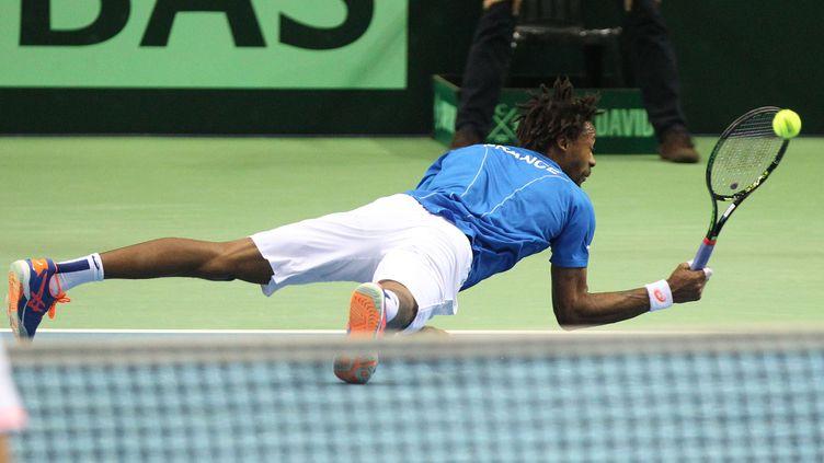 Gaël Monfils avait ressenti une gêne au genou, vendredi en Coupe Davis (DANIEL ROLAND / AFP)